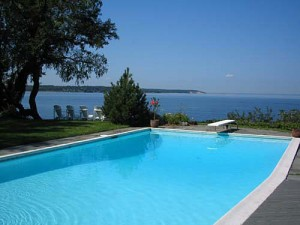 Swimming Pool der Luxusvilla auf Long Island